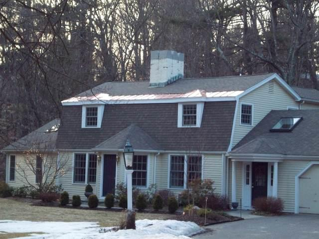 Wellesley roofing contractor work on asphalt shingle roof.